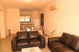 Гостиная. Кипр, Каппарис : Современный апартамент в комплексе с бассейном, с двумя спальнями и балконом
