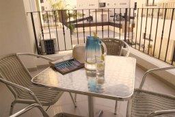 Балкон. Кипр, Каппарис : Современный уютный апартамент с двумя спальнями и балконом, в комплексе с бассейном, тренажерным залом и теннисным кортом
