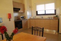 Кухня. Кипр, Каппарис : Прекрасный апартамент с двумя спальнями и балконом, в комплексе с бассейном, тренажерным залом и теннисным кортом