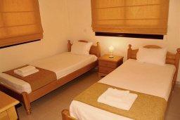 Спальня 2. Кипр, Каппарис : Прекрасный апартамент с двумя спальнями и балконом, в комплексе с бассейном, тренажерным залом и теннисным кортом