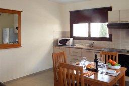 Кухня. Кипр, Каппарис : Современный апартамент в комплексе с бассейном, с гостиной, отдельной спальней и террасой