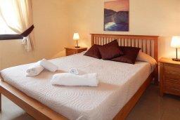 Спальня. Кипр, Каппарис : Современный апартамент в комплексе с бассейном, с гостиной, отдельной спальней и террасой