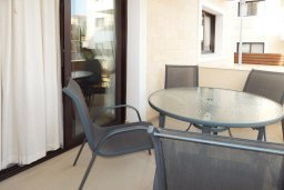 Терраса. Кипр, Каппарис : Современный апартамент в комплексе с бассейном, с гостиной, отдельной спальней и террасой