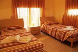 Спальня. Кипр, Каппарис : Уютный апартамент в комплексе с бассейном, с гостиной, отдельной спальней и террасой