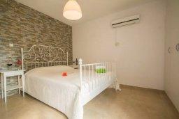 Спальня. Кипр, Центр Айя Напы : Современный апартамент в центре Ай-Напы, с гостиной, отдельной спальней и террасой
