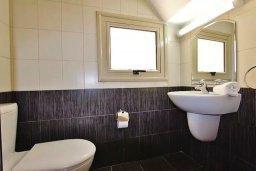 Туалет. Кипр, Пернера : Уютный таунхаус недалеко от пляжа, общий бассейн, 2 спальни, приватный дворик