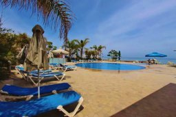 Бассейн. Кипр, Пернера : Уютный таунхаус недалеко от пляжа, общий бассейн, 2 спальни, приватный дворик