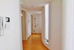 Коридор. Кипр, Ларнака город : Современный апартамент в комплексе в бассейном, с гостиной, двумя спальнями, двумя ванными комнатами и большим балконом