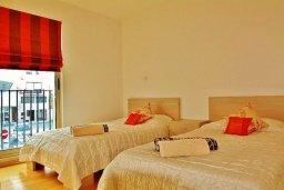 Спальня 2. Кипр, Ларнака город : Современный апартамент в комплексе в бассейном, с гостиной, двумя спальнями, двумя ванными комнатами и большим балконом