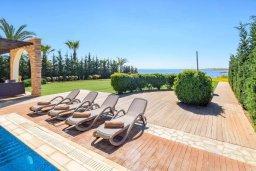 Территория. Кипр, Ионион - Айя Текла : Роскошная вилла на первой линии с 4-мя спальнями, с бассейном, зелёной территорией, с тенистой террасой с патио и барбекю и потрясающим видом на море