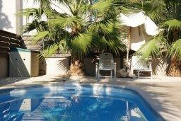 Бассейн. Кипр, Каппарис : Уютная вилла с 3-мя спальнями, с бассейном и частным двориком с патио, расположена у красивейшего пляжа Malama Beach
