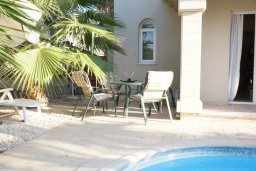 Обеденная зона. Кипр, Каппарис : Уютная вилла с 3-мя спальнями, с бассейном и частным двориком с патио, расположена у красивейшего пляжа Malama Beach
