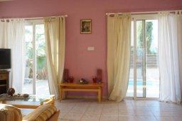 Гостиная. Кипр, Каппарис : Уютная вилла с 3-мя спальнями, с бассейном и частным двориком с патио, расположена у красивейшего пляжа Malama Beach
