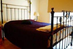 Спальня. Кипр, Каппарис : Уютная вилла с 3-мя спальнями, с бассейном и частным двориком с патио, расположена у красивейшего пляжа Malama Beach