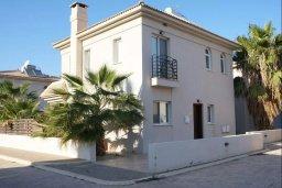 Фасад дома. Кипр, Каппарис : Уютная вилла с 3-мя спальнями, с бассейном и частным двориком с патио, расположена у красивейшего пляжа Malama Beach