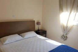 Спальня. Кипр, Каппарис : Современный апартамент в комплексе с бассейном, с гостиной, двумя спальнями и балконом