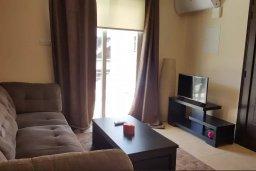 Гостиная. Кипр, Каппарис : Современный апартамент в комплексе с бассейном, с гостиной, двумя спальнями и балконом