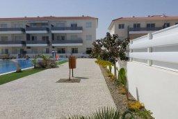 Территория. Кипр, Каппарис : Современный апартамент в комплексе с бассейном, с гостиной, двумя спальнями и балконом