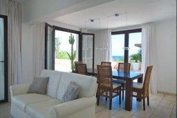 Гостиная. Кипр, Фиг Три Бэй Протарас : Роскошная вилла с видом на Средиземное море, с 3-мя спальнями, с бассейном, тенистой террасой с патио и барбекю