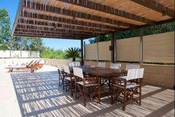 Обеденная зона. Кипр, Фиг Три Бэй Протарас : Роскошная вилла с видом на Средиземное море, с 3-мя спальнями, с бассейном, тенистой террасой с патио и барбекю