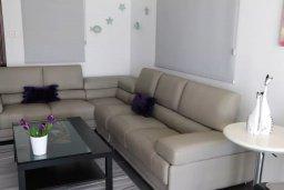 Гостиная. Кипр, Пернера Тринити : Современная вилла с бассейном и двориком, 2 спальни, 2 ванные комнаты, барбекю, парковка, Wi-Fi