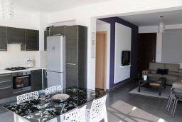 Кухня. Кипр, Пернера Тринити : Современная вилла с бассейном и двориком, 2 спальни, 2 ванные комнаты, барбекю, парковка, Wi-Fi