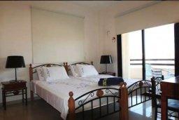 Спальня. Кипр, Ларнака город : Уютный апартамент недалеко от пляжа, с гостиной, отдельной спальней и балконом