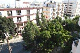 Вид. Кипр, Ларнака город : Уютный апартамент недалеко от пляжа, с гостиной, отдельной спальней и балконом