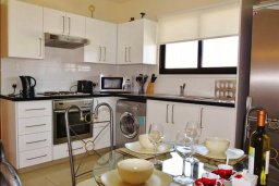 Кухня. Кипр, Ларнака город : Уютный апартамент недалеко от пляжа, с гостиной, отдельной спальней и балконом