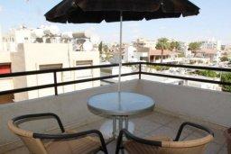Балкон. Кипр, Ларнака город : Уютный апартамент в 100 метрах от пляжа, с гостиной, двумя спальнями и балконом