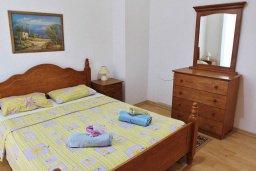 Спальня. Кипр, Ларнака город : Прекрасный апартамент в комплексе с бассейном, с большой гостиной, двумя спальнями и балконом