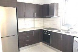 Кухня. Кипр, Ларнака город : Современный апартамент в центре Ларнаки, с гостиной, отдельной спальней и балконом