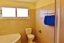 Ванная комната. Кипр, Сиренс Бич - Айя Текла : Уютная вилла с бассейном в 100 метрах от моря, 3 спальни, 2 ванные комнаты, барбекю, парковка, Wi-Fi