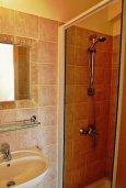 Ванная комната 2. Кипр, Сиренс Бич - Айя Текла : Уютная вилла с бассейном в 100 метрах от моря, 3 спальни, 2 ванные комнаты, барбекю, парковка, Wi-Fi
