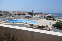 Бассейн. Кипр, Хлорака : Роскошный пентхаус в комплексе с бассейном, с гостиной, тремя спальнями и патио с шикарным видом на море