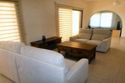 Гостиная. Кипр, Хлорака : Роскошный пентхаус в комплексе с бассейном, с гостиной, тремя спальнями и патио с шикарным видом на море
