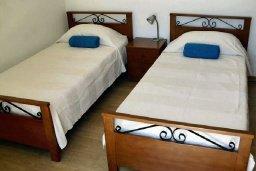 Спальня 3. Кипр, Хлорака : Прекрасная вилла с патио и видом на море, общий бассейн, 3 спальни, 2 ванные комнаты, барбекю, парковка, Wi-Fi