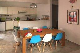 Кухня. Кипр, Пафос город : Прекрасный мезонет в комплексе с бассейном, 4 спальни, 4 ванные комнаты, приватный дворик, Wi-Fi