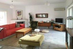 Гостиная. Кипр, Пафос город : Прекрасный мезонет в комплексе с бассейном, 4 спальни, 4 ванные комнаты, приватный дворик, Wi-Fi