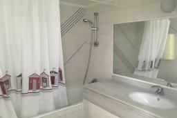 Ванная комната. Кипр, Пафос город : Прекрасный мезонет в комплексе с бассейном, 4 спальни, 4 ванные комнаты, приватный дворик, Wi-Fi