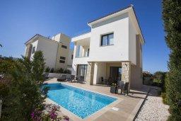 Фасад дома. Кипр, Хлорака : Современная вилла с бассейном и зеленым двориком, 3 спальни, парковка, Wi-Fi
