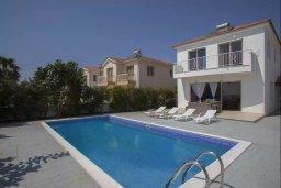 Фасад дома. Кипр, Мазотос : Прекрасная вилла с потрясающим видом на море, с 4-мя спальнями, с бассейном, уютным патио, расположена всего в нескольких шагах от пляжа