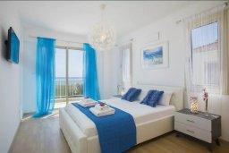 Спальня 2. Кипр, Мазотос : Прекрасная вилла с потрясающим видом на море, с 4-мя спальнями, с бассейном, уютным патио, расположена всего в нескольких шагах от пляжа