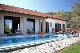 Фасад дома. Кипр, Лачи : Шикарная вилла с видом на море, с 3-мя спальнями, с патио, барбекю, бильярдом и с большим бассейном в окружении соснового леса