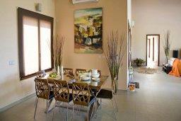 Обеденная зона. Кипр, Лачи : Шикарная вилла с видом на море, с 3-мя спальнями, с патио, барбекю, бильярдом и с большим бассейном в окружении соснового леса