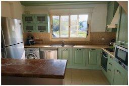 Кухня. Кипр, Корал Бэй : Восхитительная вилла с бассейном и солярием на крыше, 4 спальни, 3 ванные комнаты, парковка, Wi-Fi