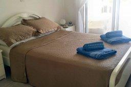 Спальня. Кипр, Пафос город : Апартамент в комплексе с большим бассейном, с гостиной, отдельной спальней и террасой