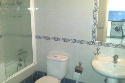 Ванная комната. Кипр, Пафос город : Апартамент в комплексе с большим бассейном, с гостиной, отдельной спальней и террасой