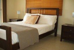 Спальня. Кипр, Пафос город : Апартамент в комплексе с бассейном, с гостиной, отдельной спальней и балконом