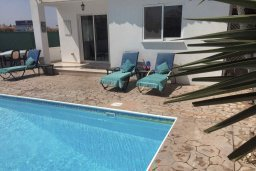 Бассейн. Кипр, Пафос город : Прекрасная вилла с бассейном и двориком с барбекю, 4 спальни, 2 ванные комнаты, парковка, Wi-Fi